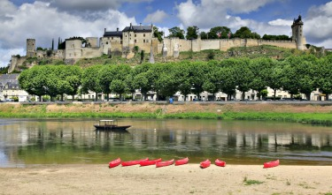 The Loire valley in France is full of wonderful and photogenic villages, chateaux and scenery.Chinon is just one of them ...