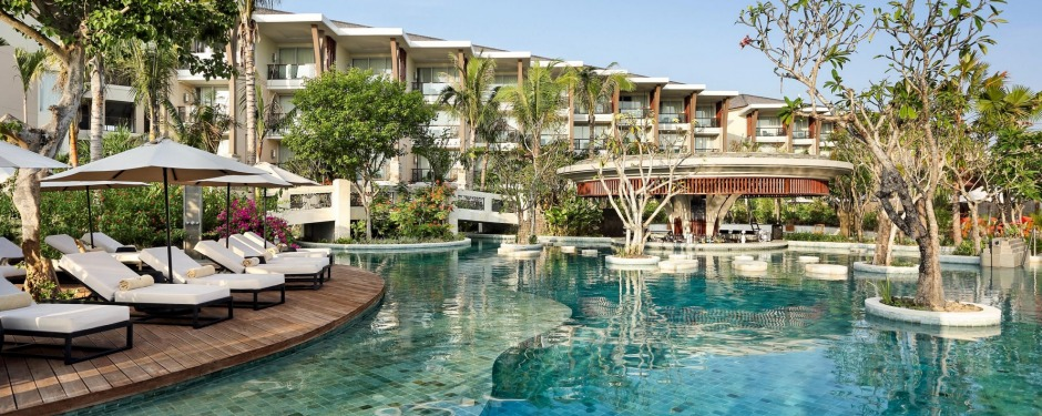 A highlight is the lagoon-like passageways that link some of the ground-floor rooms with the main pool.