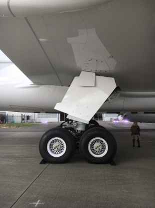 The landing gear on the first Qantas Dreamliner.