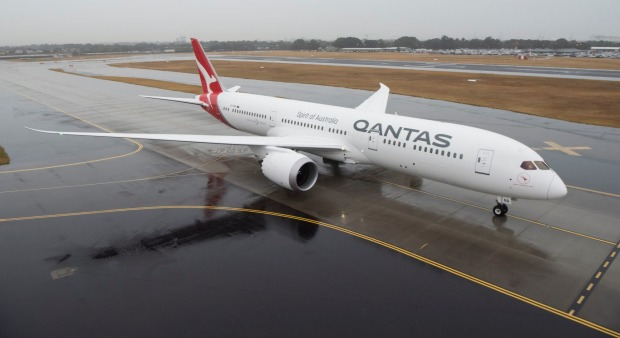 Qantas Boeing 787-9 Dreamliner arrives in Sydney for the first time.