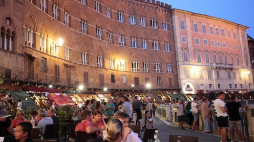 Diners enjoy the atmosphere of the Piazza del Campo.