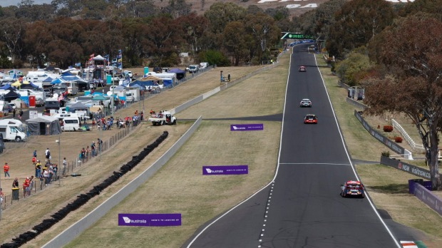 Which mountain hosts this iconic Australian motor race?