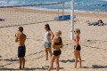 """""""What do I do with this?"""": Aussies playing volleyball on the beach"""