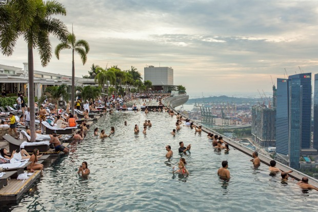 SANDS SKYPARK INFINITY POOL, MARINA BAY SANDS HOTEL, SINGAPORE. Spanning the triple towers of Singapore's bayside Marina ...