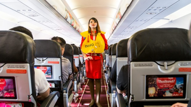 Traveller Letters Cabin Crew Should Force Passengers To Pay