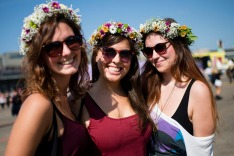 F2610E Berlin, Germany. 12th Sep, 2015. Camila, Alina and Giorgia from Switzerland pose with garlands in their hair at ...