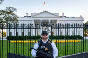 A Secret Service agent in front of the White House in Washington, DC.