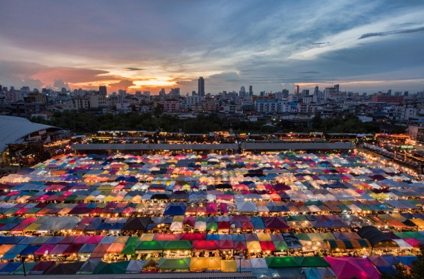 TALAT ROT FAI NIGHT MARKET: Also known as the Train Market (due to its former location on train tracks), this hip night ...