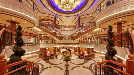 The grand lobby on the Queen Elizabeth.