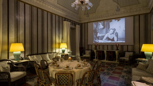 The salon transforms into a small cinema where you can watch any of 300 movies specially selected by Francis Ford ...