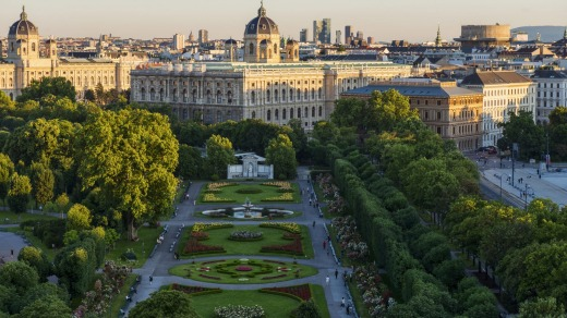 View over the Volksgarten towards the Kunsthistorisches Museum.