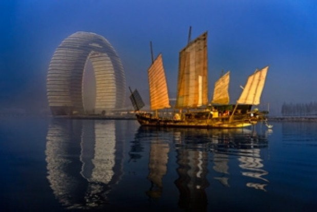 Sheraton Huzhou Hot Spring Resort, China: You can hardly miss it… the Sheraton on Lake Tai between Shanghai and Nanjing ...