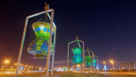 Jeddah Landmark - an Islamic design monument antique lights sculpture.