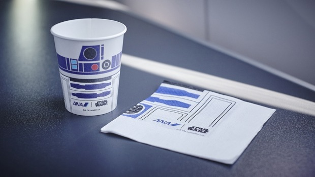 R2-D2 themed cups and napkins on board.