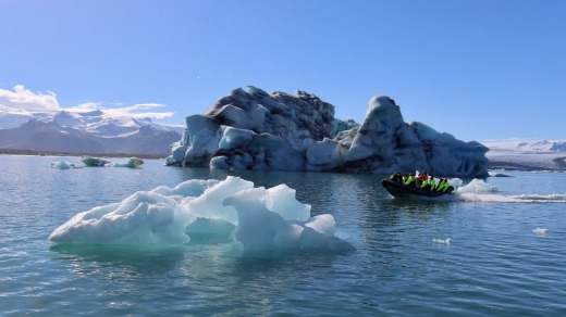 Icebergs on the Jokulsarlon glacier lagoon.