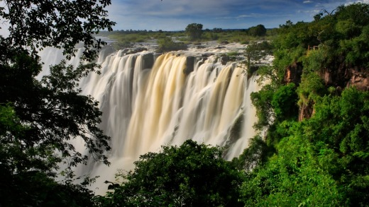 Victoria Falls unloads 550 million litres of water a minute.