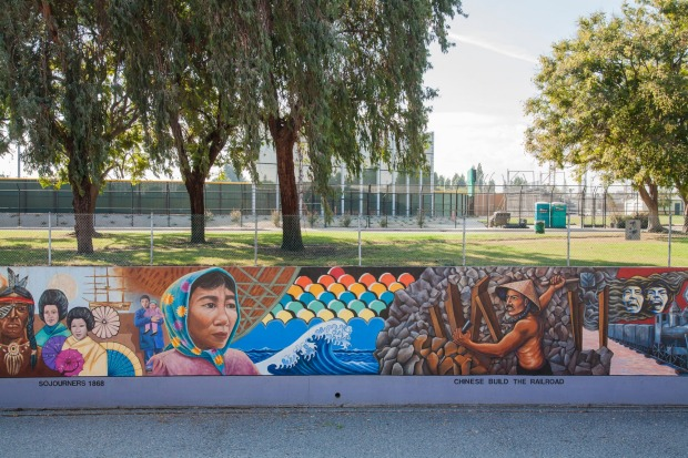 GREAT WALL OF LOS ANGELES It took 400 volunteer youth workers five years to paint what is claimed as the world's longest ...