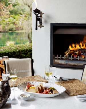 Guests can dine alfresco with views of the Waikato River.
