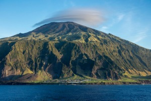 P45GC6 The settlement of Edinburgh of the Seven Seas, Tristan da Cunha, with the peak of the volcano clearly visible
