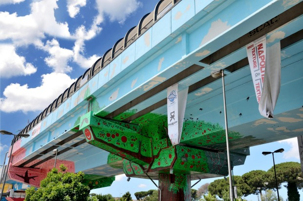 Naples: The Mayor authorised the best writers in the city to paint the metro bridge.