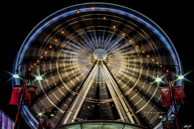 SKY WHEEL, NIAGARA: If you care to see Niagara Falls from every conceivable angle then there's every conceivable method ...