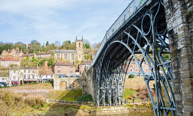 The Iron Bridge, Shropshire, England: Sure, there are more impressive-looking bridges than the effort over Ironbridge ...
