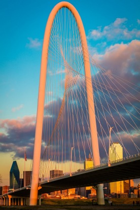 The Margaret Hunt Hill Bridge, Dallas, USA: This time the centrepiece is a giant, tight arch rising 136 metres above the ...