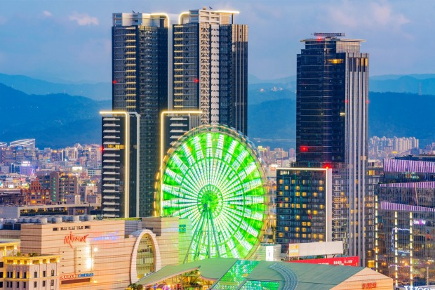 MIRAMAR FERRIS WHEEL, TAIPEI: A ride on the giant wheel at shopping-and-fun Miramar Entertainment Park in downtown ...