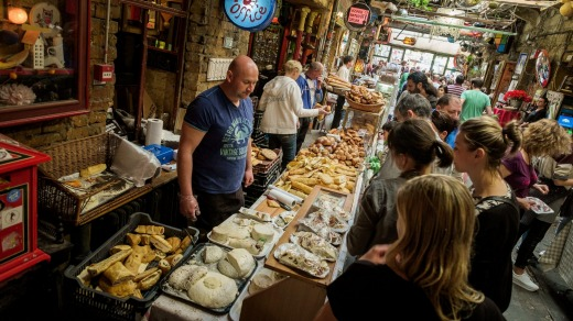Cheese and bread in the handicrafts market Szimpla.