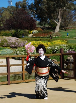 Geisha performs in the Japanese Garden, Cowra.
