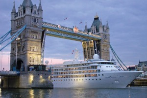 Silverseas' Silver wind in London.