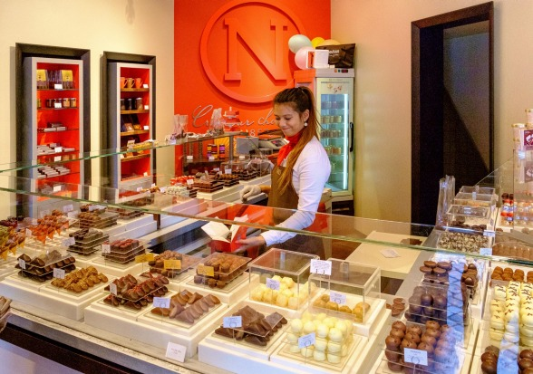 BRUSSELS, BELGIUM: The company that bridges the divide between the great Swiss and Belgian chocolate traditions is ...