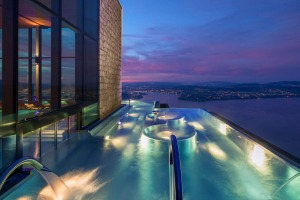 Infinity pool at the spa at Bürgenstock Resort (credit Bürgenstock Resort) tra14-sixbestSwiss