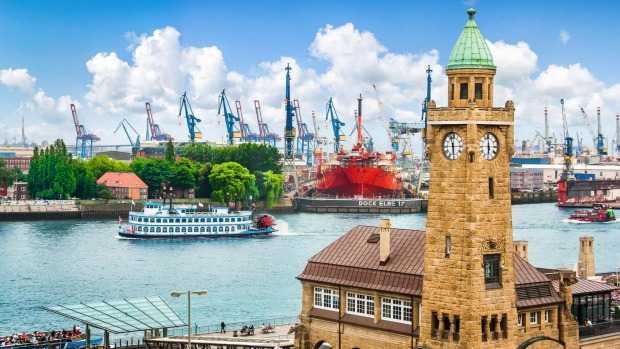 A traditional paddle steamer sails the Elbe in Hamburg.
