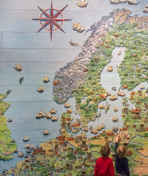Young visitors at a map of the Baltic at the Vasa Museum.