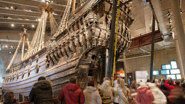 Visitors at the stern of the Vasa.