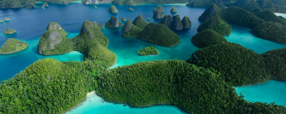 F019GD Aerial view of the Wayag island group in the far north of Raja Ampat, West Papua, Indonesia, Pacific Ocean david ...