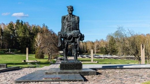 Unconquered Man (1968), by Sergei Selikhanov, at the Khatyn memorial complex.