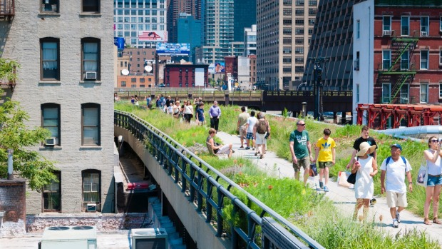 What is the name of New York's elevated walkway converted from an old railway line?