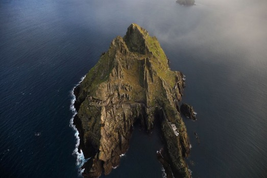 The largest of the Skelligs is Skellig Michael (Sceilg Mhichil) and was home to one of the earliest monastic settlements ...