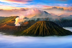 sunnov4traveller10 traveller 10 volcanoes ; text by Brian Johnston credit: Shutterstock *** REUSE PERMITTED *** *** ...