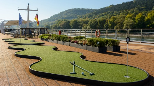 Putting green and herb garden on the sun deck.