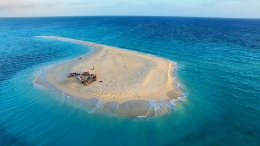Guests enjoy sunset drinks on Sudbury Cay, Great Barrier Reef.