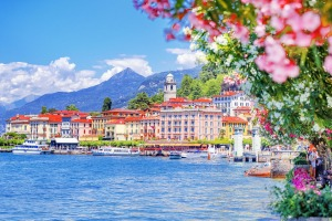 A gift to suit the destination: Coastal town Bellagio in Italy.