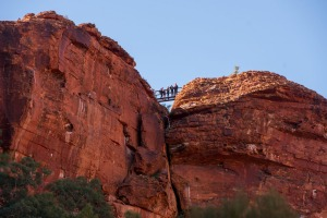 Kings Canyon Resort offers guests a guided walk on the canyon rim trail.