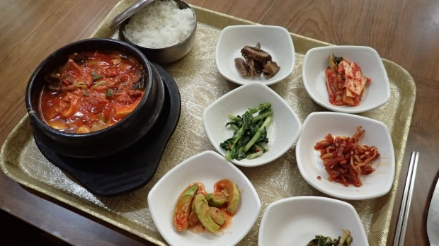 Enjoy an excellent, and great after-bath value meal at ajjimjilbang, or bath house/spa.
