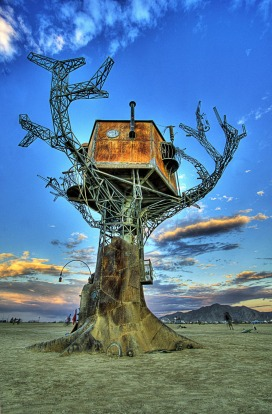 STEAMPUNK TREE HOUSE, USA: Who says you need a tree for a tree house? This amazing structure is the collaborative vision ...