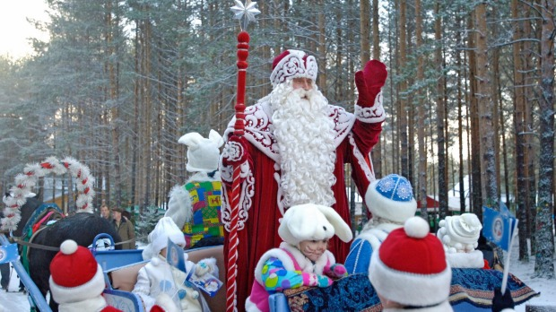Father Frost blesses a New Year tree to be delivered to Moscow from Veliky Ustyug.