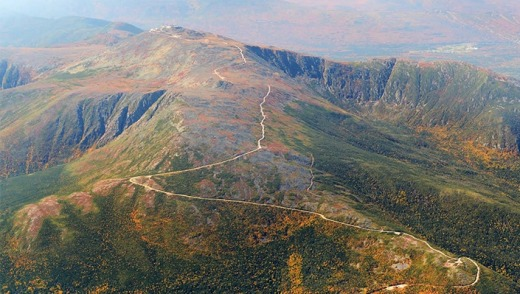 An aerial view of the road's path to the top of Mt Washington.