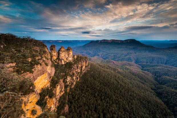 The Three Sisters, Blue Mountains: Speaking of massively overhyped rock formations, the Three Sisters in the Blue ...